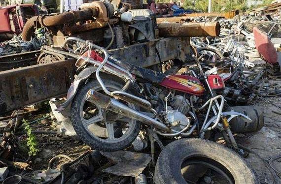 大学城摩托车报废